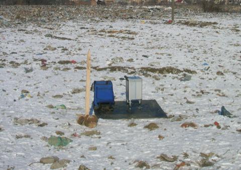 Gravimeter auf Mülldeponie Geophysik Altlasten Umwelt